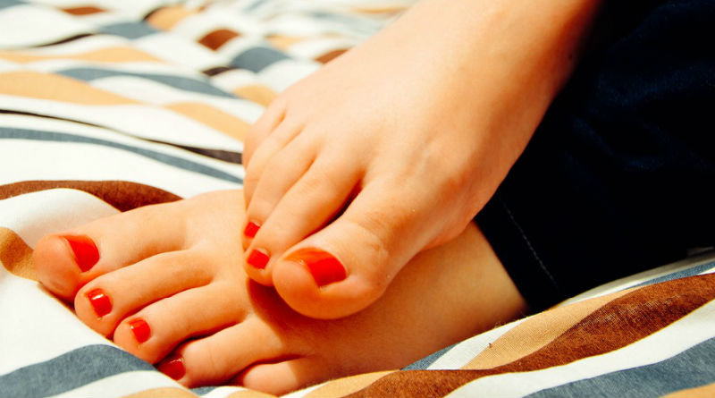 10 Ways to Treat Your Feet Right At Home